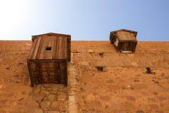 Yttre väggar av helgonCatherines kloster Arkivfoton
