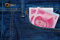 Yuan ή RMB στην τσέπη του Jean, κινεζικό νόμισμα Στοκ φωτογραφία με δικαίωμα ελεύθερης χρήσης