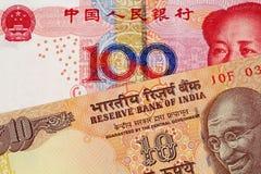 Yuan Bank Note With 10 för kines 100 indisk rupie arkivbilder