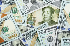 Yuan contro i dollari Fotografia Stock
