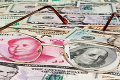 Yuan d'affaires de la Chine et le dollar Image stock