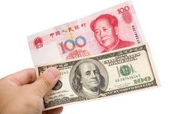 Yuan e chineses dólar americano Fotografia de Stock