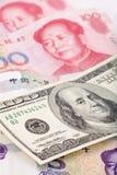 Yuan e chineses dólar americano Foto de Stock Royalty Free