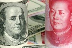 Yuan e chineses dólares americanos Imagem de Stock Royalty Free