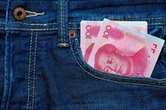 Yuan eller RMB i Jean fack, kinesisk valuta Royaltyfri Fotografi