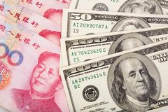 Yuan et chinois dollar US Photo stock