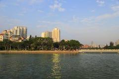 Yuandang jezioro przy półmrokiem Zdjęcia Royalty Free