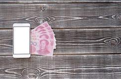 Yuans 100 nota's over een houten achtergrond Royalty-vrije Stock Foto