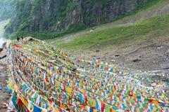 YUBENG, CHINE - 10 août 2014 : Drapeau de prière au village de Yubeng un fa Images libres de droits