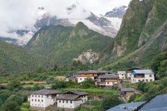 YUBENG, CHINE - 8 août 2014 : Village de Yubeng un point de repère célèbre dedans Photographie stock libre de droits