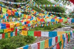 YUBENG CHINY, Aug, - 10 2014: Modlitwy flaga przy Yubeng wioską fa Zdjęcie Royalty Free