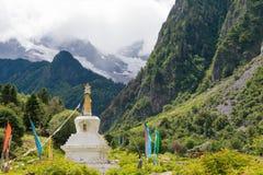 YUBENG CHINY, Aug, - 8 2014: Pagoda przy Yubeng wioską sławny l Fotografia Royalty Free