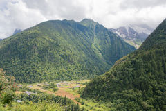 YUBENG CHINY, Aug, - 8 2014: Yubeng wioska sławny punkt zwrotny wewnątrz Obrazy Royalty Free
