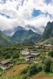 YUBENG CHINY, Aug, - 8 2014: Yubeng wioska sławny punkt zwrotny wewnątrz Zdjęcia Stock