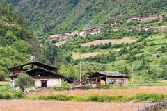 YUBENG CHINY, Aug, - 9 2014: Yubeng wioska sławny punkt zwrotny wewnątrz Zdjęcia Stock