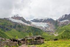 YUBENG, CINA - 9 agosto 2014: Campo base al villaggio di Yubeng un famou immagini stock