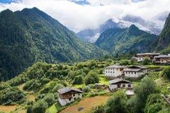 YUBENG, CINA - 8 agosto 2014: Villaggio di Yubeng un punto di riferimento famoso dentro fotografie stock