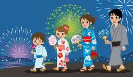 Yukata Family nell'esposizione del fuoco d'artificio Fotografia Stock Libera da Diritti