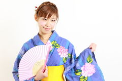 Yukata giapponese con il fan di carta Fotografia Stock Libera da Diritti
