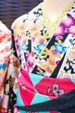 Yukata sur l'affichage de statue de femme pour le loyer et les ventes Osaka Japan images stock