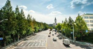 Yul-dong Park dicht bij de weg tijd-tijdspanne stock videobeelden