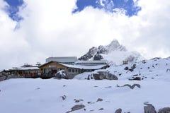 Yulong (Jade Dragon) Snowmountain, Lijiang, Yunnan, Kina royaltyfri fotografi
