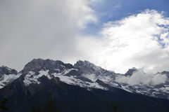 Yulong (Jade Dragon) Snowmountain, Lijiang, Yunnan, Kina Fotografering för Bildbyråer