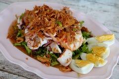 Yum poo del tua: ensalada de los mariscos de la haba de ala imagen de archivo