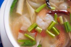 yum tom супа креветки goong пряное стоковое изображение rf