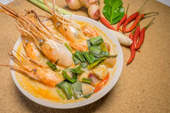 yum tom супа креветки goong пряное стоковое фото rf
