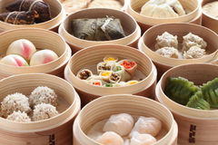 Yumcha, dim sum in bamboo steamer Royalty Free Stock Photos