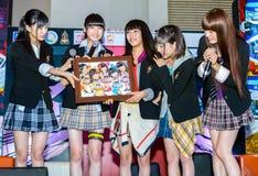 Yumemiru-Adoleszenz-Gruppe in komischem Betrug 2014 Thailands Lizenzfreie Stockfotografie