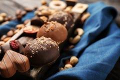 Yummy καραμέλες σοκολάτας στο δίσκο στοκ φωτογραφία με δικαίωμα ελεύθερης χρήσης