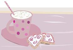 Yummy μπισκότα καρδιών με ένα φλυτζάνι της κρέμας ελεύθερη απεικόνιση δικαιώματος