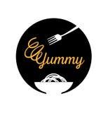 Yummy λογότυπο νουντλς με το δίκρανο Στοκ Εικόνα