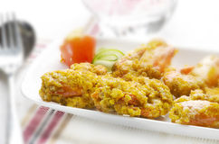 Yummy τηγανισμένη γαρίδα με τη σαλάτα Στοκ φωτογραφία με δικαίωμα ελεύθερης χρήσης