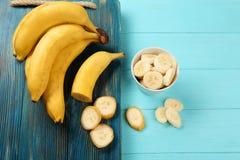 Yummy бананы и шар с кусками стоковое фото rf