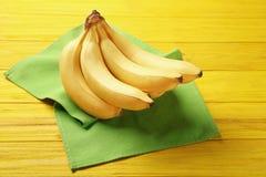 Yummy бананы на предпосылке стоковые изображения rf