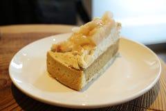 yummy пирог персика на таблице Стоковое Изображение