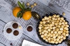 Yummy помадки шоколада с фундуком и tangerines Стоковая Фотография RF