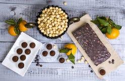 Yummy помадки шоколада с фундуком и tangerines Стоковое Изображение RF