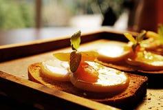 Yummy brood en fruit royalty-vrije stock afbeelding