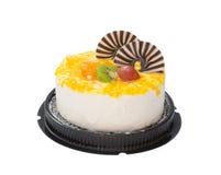 Yummy cake op wit met druivensinaasappel kiwifruit en chocolade op bovenkant Stock Afbeelding