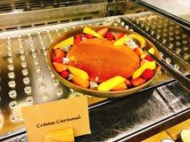 Yummy crèmekaramel in buffet van het hotel stock afbeelding