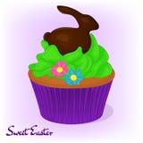 Yummy cupcake για Πάσχα με τα λουλούδια και το κουνέλι σοκολάτας Υπόβαθρο διακοπών, αφίσα ή πρότυπο αφισσών στα κινούμενα σχέδια Στοκ φωτογραφία με δικαίωμα ελεύθερης χρήσης