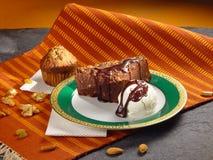 Yummy einladende Schokoladenkuchen-Eiscreme Stockbilder