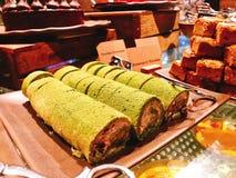 Yummy groene cake van het theebroodje in buffet van het hotel stock foto