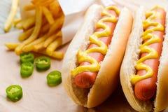 Yummy hotdogs met mosterd royalty-vrije stock fotografie