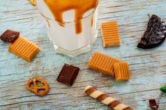 Yummy składniki dla waniliowego milkshake Fotografia Royalty Free
