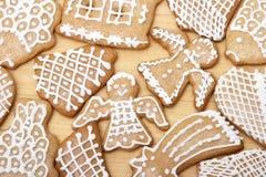 Yummy Weihnachtsingwer-Brot-Plätzchen stockfotos